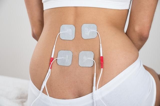 Una schiena di donna sottoposta a terapia diadinamica